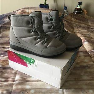 Clarks Cloudstepper Gray Boots 9W